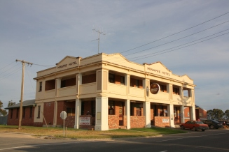 The Minapre Hotel, Lascelles, Victoria. Photo Erle Levey