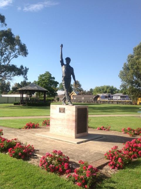 Glenn McGrath statue, Narromine, NSW. Photo: Erle Levey