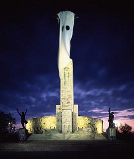 szentjoby_tamas_stauby_statue_der_freiheit_budapest